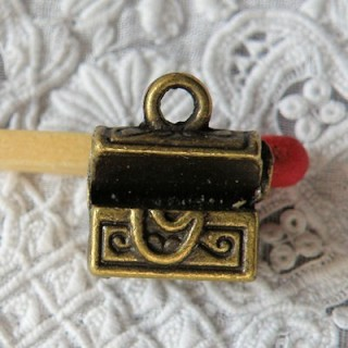 Pendant safe treasure pirates, charm, miniature, 1 cm.