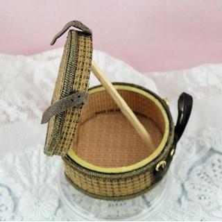 Boite à chapeau miniature maison poupée 4 cm