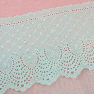 Eyelet trim flowers embroidered on the both edges, 9 cms