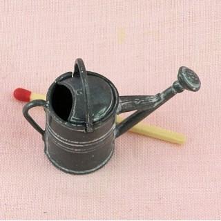 Arrosoir zinc miniature maison poupée .