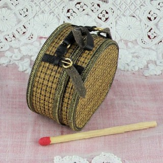 Round hat box miniature for doll,