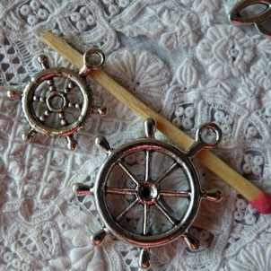 Pendant Wheel rudder of pirates boat, charm, miniature, 3 cm.