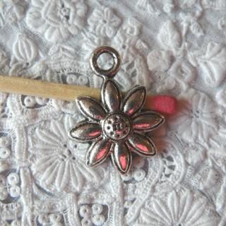 Daisy flower bracelet charm, pendant 2 cm