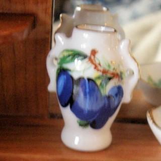 Vase porcelaine miniature anses décoration maison poupée, 3 cm.