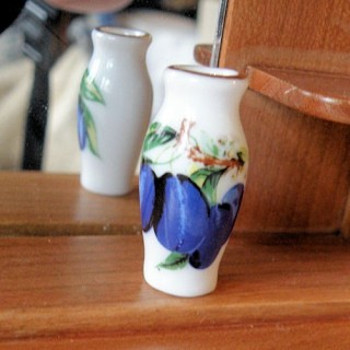 Ceramic flower pot, vase doll house miniature , 3cm.