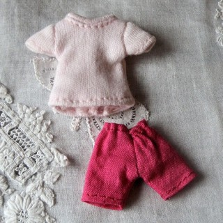Bermuda und Pullover für Puppe Miniaturgewänder Puppe Haus 1/12ème