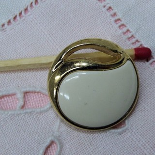 Botón dorado alta costura a pie dos tamaños