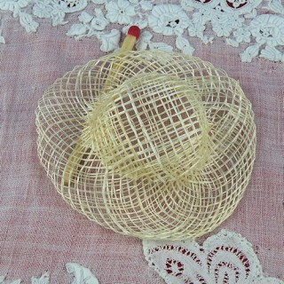 Hat straw with edge 5 cms.