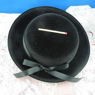 Chapeau poupée porcelaine 17 cm.
