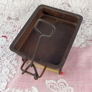 Miniature rusted wagon for dollhouse 9 cms