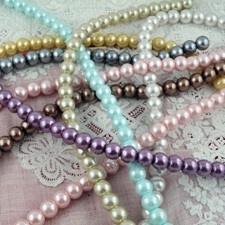 Round glass pearls 8 mms.
