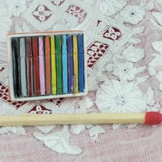 Boite de feutres miniature maison poupée