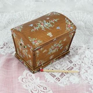 Coffre miniature poupée bois peint à abattant