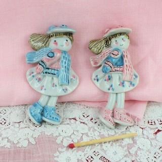 Petite fille magnet céramique peinte 8 cm