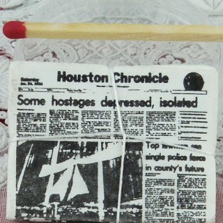 Journal miniature maison poupée Houston Chronicle