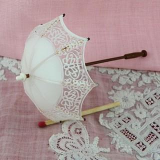Ombrelle miniature poupée ouverte 10 cm