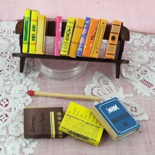 Rangée livres miniatures, école poupée, Barbie 2,5x4cm