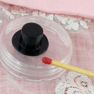 Black plastic top hat 2 cm.