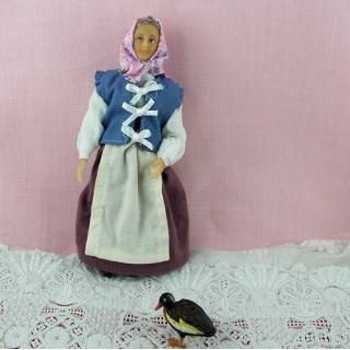 Farm woman charactere 1/12 for dollhouse 13 cms