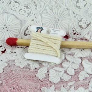 Bobine ruban miniature poupée couture 15 mm.