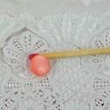 Bouton nacré à pied 1 cm.