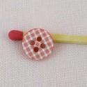 Nociones botón estampado escocés 1 cm.