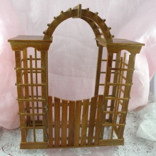 Miniature dollhouse garden arbor with gate 20 cms