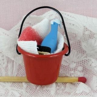 Produits ménagers avec seau miniature poupée métal émaillé 25 mm.