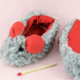 chaussons miniatures bébé poupée 2 cm .