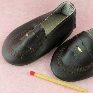 chaussures miniatures poupée 7 cm .
