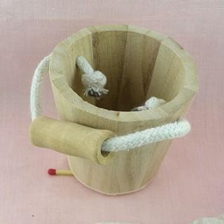 Seau miniature poupée, baquet bois brut  7 cm.