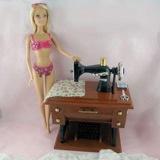 Machine àcoudre miniature poupée