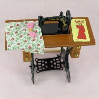 Machine à coudre à pédale miniature