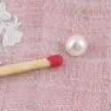 Bouton à pied, perle nacrée, 6mm.