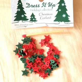 Buttons Dress it up,Christmas garland , red, greench,