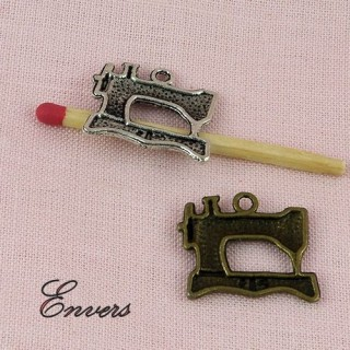 Pendant, Charms sewing machine miniature, 1,5 x 2 cms.