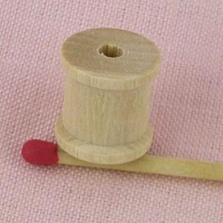 Bobine miniature en bois brut 19 mm.