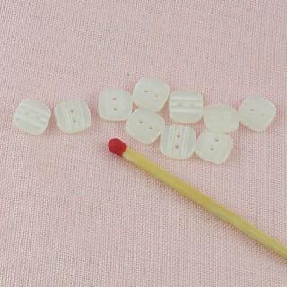 Perl quadratisch Knopf zwei Löcher 7 mm.