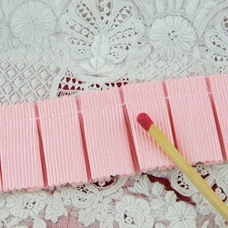 Grosgrain ribbon pleated 20 mms