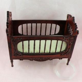 Chaise haute miniature poupée  9,5 cm.
