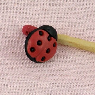 Shank small ladybuggs button 1cm.