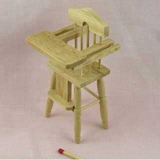 Chaise haute miniature poupée 10 cm.