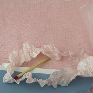 Flounced, wrinkled ribbon rustle 13 mms.