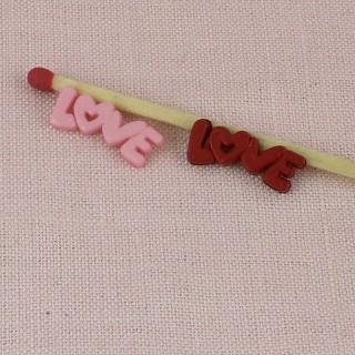 Winzige LiebesNachricht LOVE auf