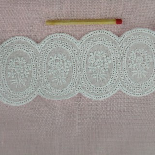 Eyelet trim flowers embroidered on the both edges, 4 cms