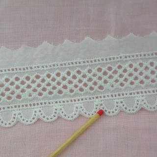 Eyelet trim embroidered 4 cms