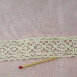 Thin Vintage double edged lace very fine cotton, trim 30 mms.