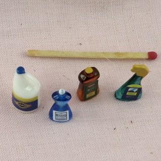 Ensemble produits ménagés miniature maison poupée
