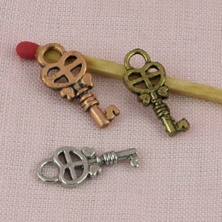 Pendentif, breloque clef, bijou poupée, 1,8 cm.