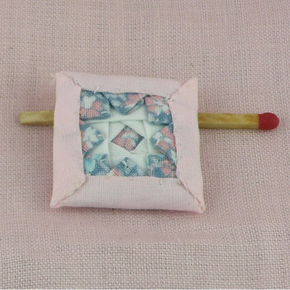 Coussin patchwork miniature maison poupée,
